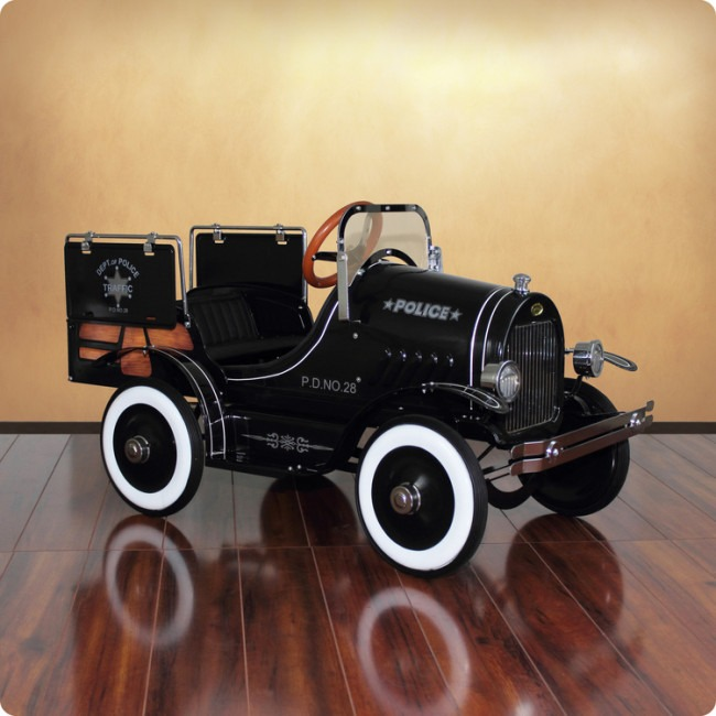 Vintage Pedal Car From Dexton Has the Best Black Friday Reductions